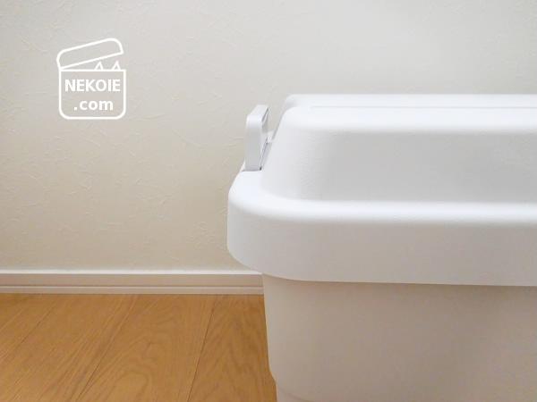 無印良品*収納と椅子を兼ねる、PP頑丈収納ボックス。