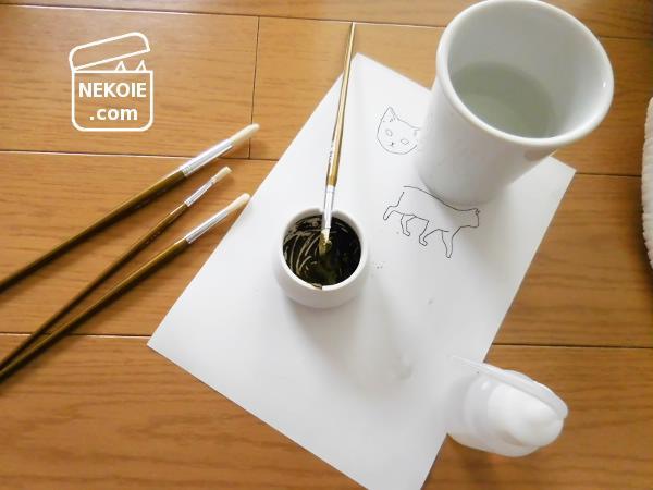 窓枠アート、古い抹茶を画材に使う。