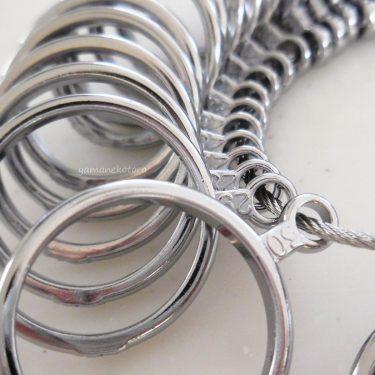 指輪サイズの確認に、リングゲージ。