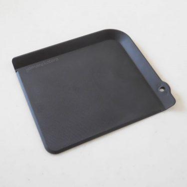 黒くて小さな、まな板ヘルパーの用途。