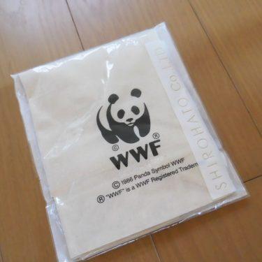 地域の役員と、WWFのエコバッグ。